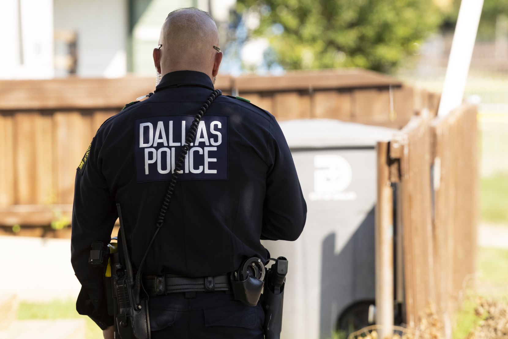Dallas Police respond to a stabbing that occurred on the 2900 block of Frazier Street on Thursday, June 17, 2021, in Dallas. (Juan Figueroa/The Dallas Morning News)