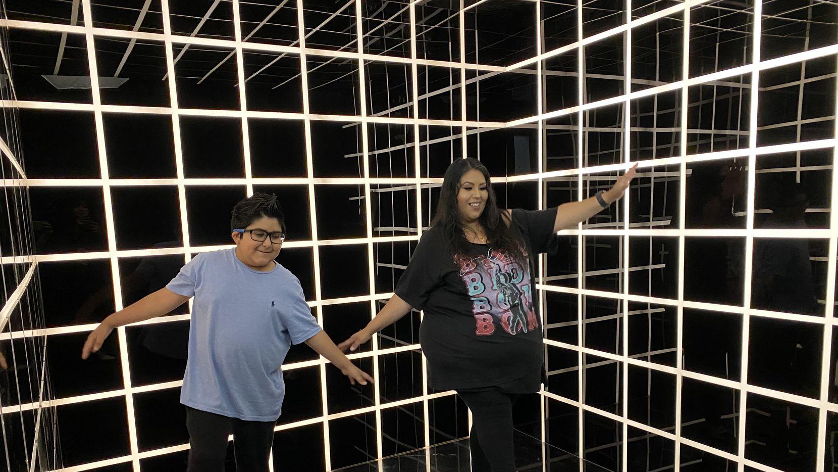 """Maribel Quiroz y su hijo Max se toman fotos en unos de los siete """"photobooths"""" en POP! by Snowday en Galleria Dallas."""