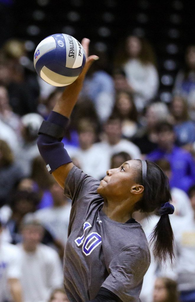 Byron Nelson's Charitie Luper (10) serves the ball during the second set of a class 6A volleyball state semifinal match against Schertz Clemens at the Curtis Culwell Center in Garland, on Friday, November 22, 2019. Byron Nelson won the second set 25-22. (Juan Figueroa/The Dallas Morning News)