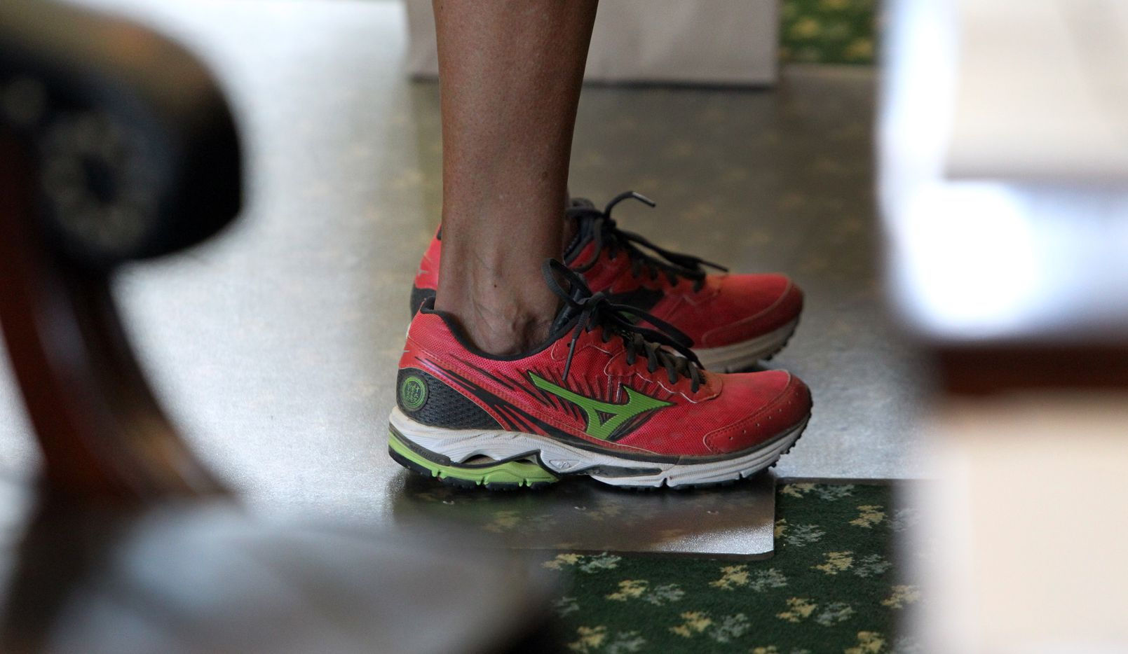 State Senator Wendy Davis wears comfortable shoes as she filibusters during the final day of the legislative special session, as the Senate considers an abortion bills on Tuesday, June 25, 2013.  (Louis DeLuca/Dallas Morning News) 06262013xBRIEFING 06272013xNEWS 06292013xNEWS 12292013xNEWS 08312014xNEWS