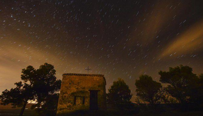Se espera que la lluvia de estrellas vea su punto más alto la noche del miércoles. (AP/ALVARO BARRIENTOS)