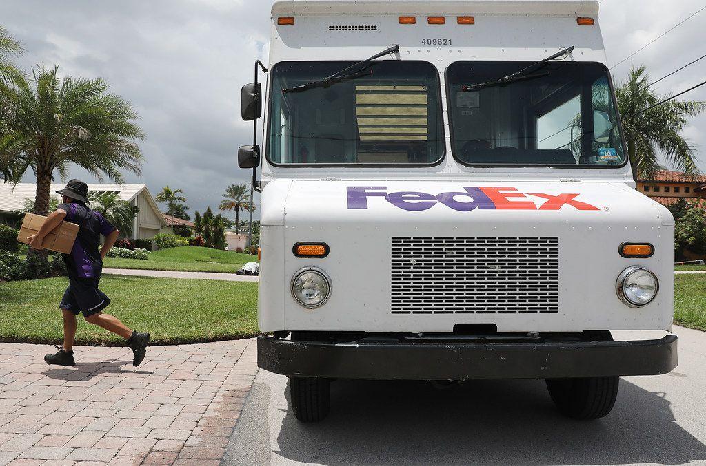 Imagen de archivo de un camión de FedEx.