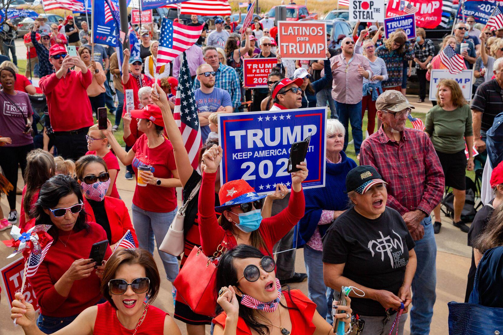 Simpatizantes del presidente Donald Trump durante el evento America is Great en Rockwall, el domingo 8 de noviembre.