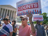 Activistas protestan afuera de la Corte Suprema de Estados Unidos luego de una audiencia sobre el tema de la pregunta sobre ciudadanía en el Censo de 2020.