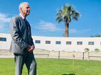 Ricardo Samaniego, juez del condado de El Paso, visitó el nuevo jardín con 23 árboles que honran la memoria de las víctimas del ataque en un Walmart de esta ciudad el 3 de agosto de 2019.(Alfredo Corchado)