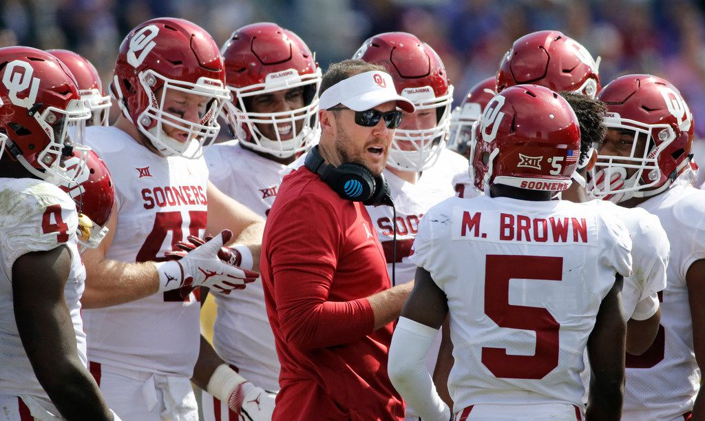 Oklahoma head coach Lincoln Riley talks with his team in the second half during the Oklahoma Sooners vs. the TCU Horned Frogs NCAA football game at Amon G. Carter Stadium in Fort Worth, Texas on Saturday, October 20, 2018. (Louis DeLuca/The Dallas Morning News)