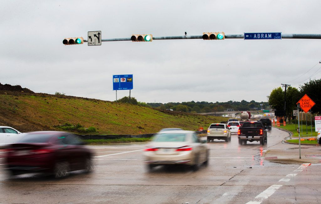 Cars enter the southbound ramp on State Highway 360 in Arlington on Oct. 31, 2018.