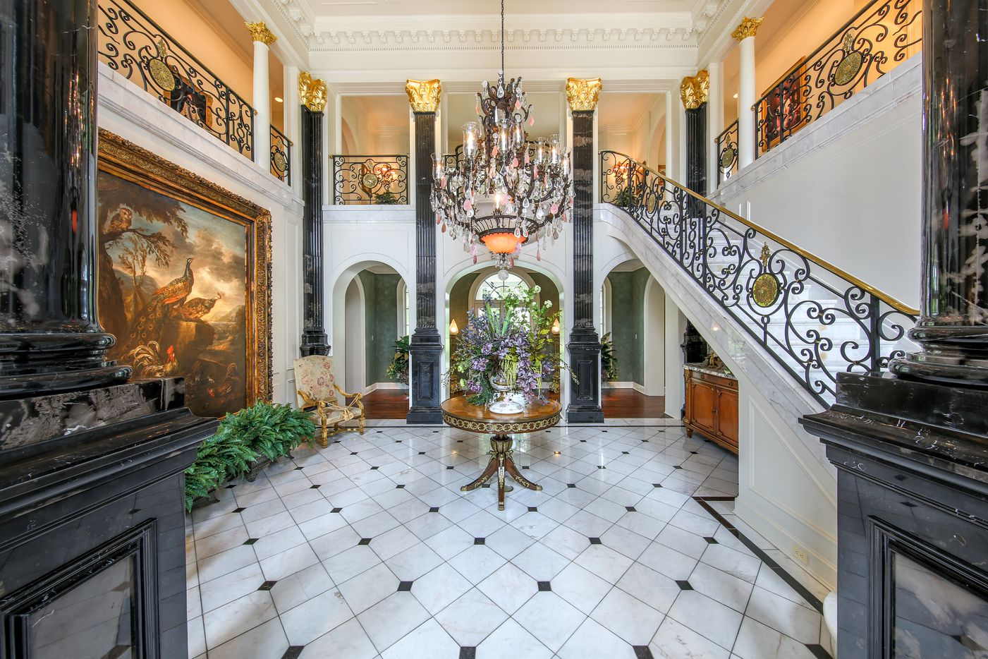 The huge Pittsburg, TX estate of late Pilgrims Pride owner Bo Pilgrim has six bedrooms and 10 and a half baths.
