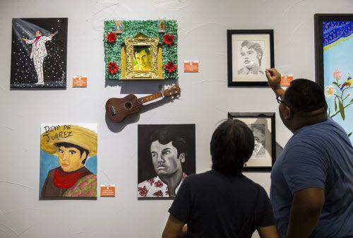 Arte local de Juan Gabriel es presentada en el Mercado 369, donde se llevó a cabo un homenaje al artista por el segundo aniversario de su muerte. (Ashley Landis/DMN)
