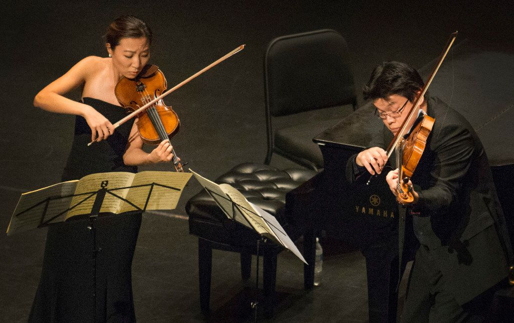 Stephanie Jeong and Che-Yen Chen perform Mozart's Duo for Violin and Viola in G Major at Dallas City Performance Hall on Sep. 18, 2016.