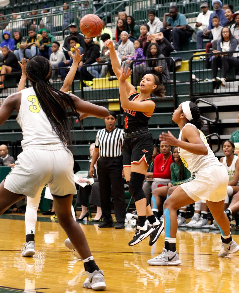 South Grand Prairie's Kendall McGruder (1) launches a cross-court pass to a teammate over DeSoto defenders during first half action. The two teams played their District 7-6A girls basketball game at DeSoto High School in DeSoto on January 21, 2020. (Steve Hamm/ Special Contributor)
