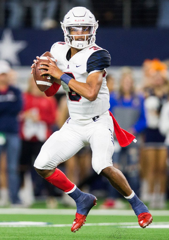 Allen quarterback Raylen Sharpe (3) looks for a receiver during the second quarter of a Class 6A Division I area-round high school football playoff game between Allen and Rockwall on Friday, November 22, 2019 at AT&T Stadium in Arlington. (Ashley Landis/The Dallas Morning News)