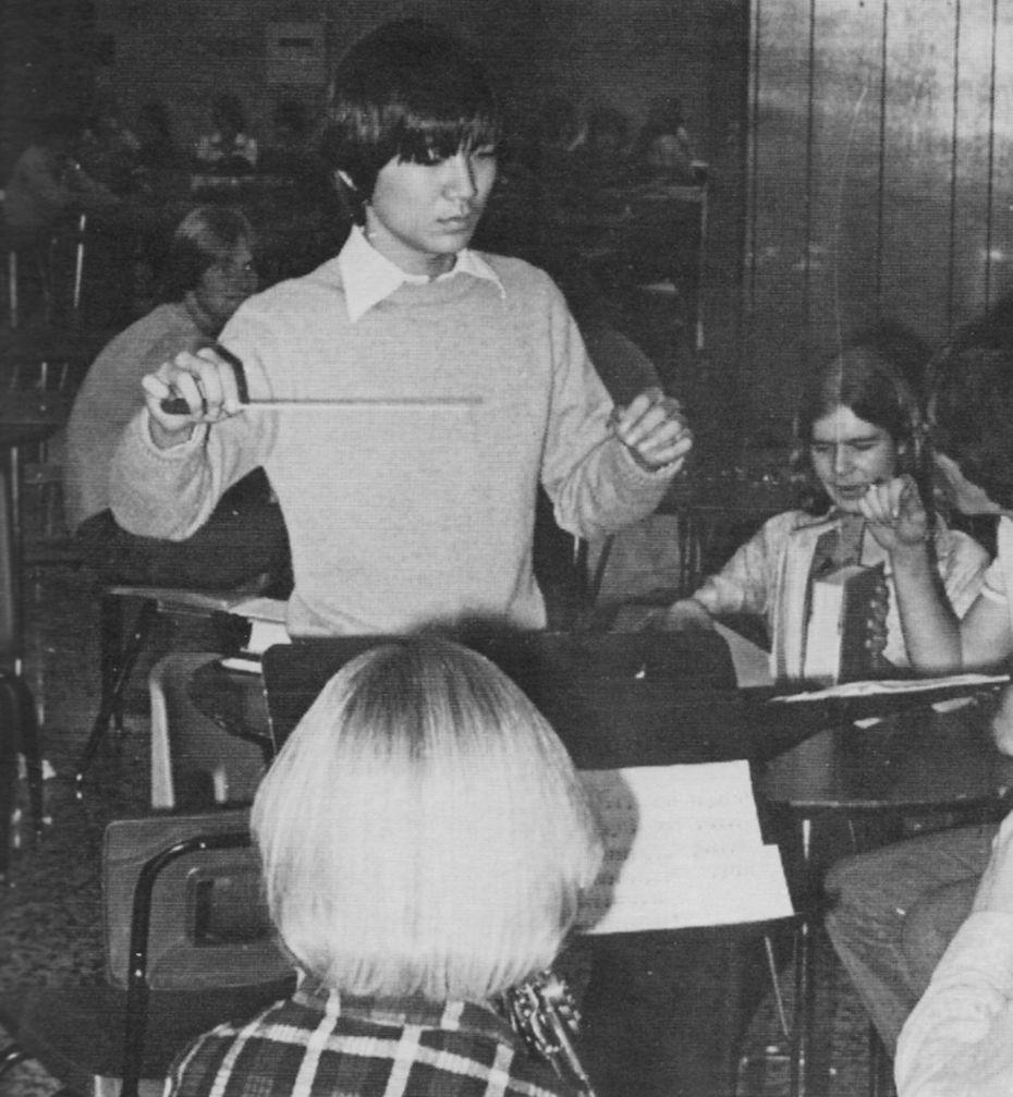 De joven, Philip Huang dirigió la banda de la preparatoria Lake Highlands. Esta foto es de 1978. Muchos de sus mejores amigos son de esa época.