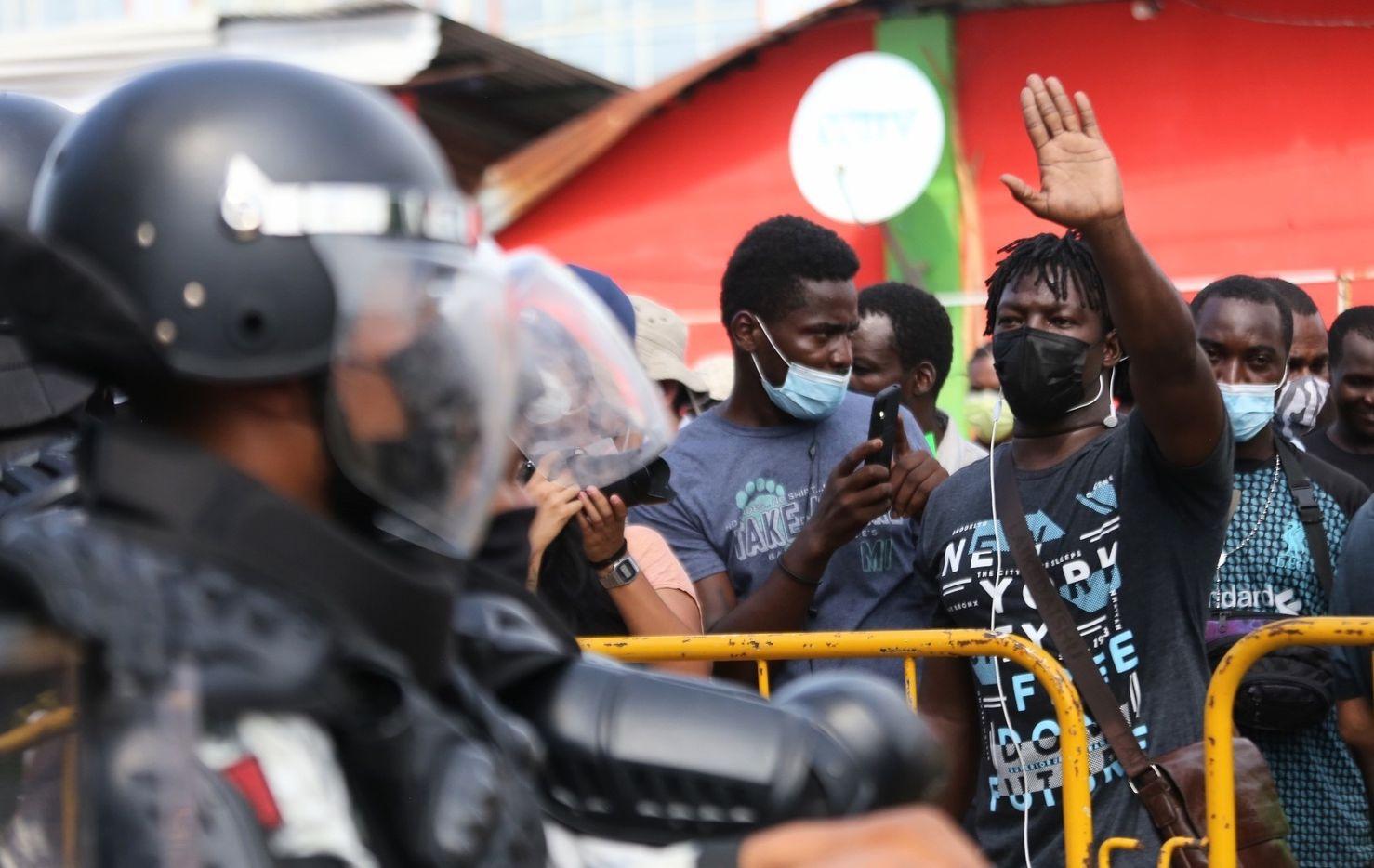 La Guardia Nacional de México detuvo el paso de un grupo de migrantes de Haiti en Chiapas.