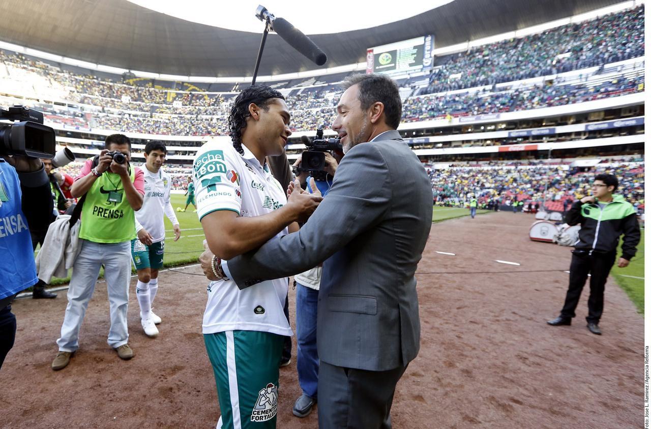 Carlos Peña tiene 25 años, ha jugado con los Esmeraldas desde el Apertura 2011 y ha hecho 178 goles en su carrera incluido su paso por el Pachuca y por el Ascenso.(AGENCIA REFORMA)