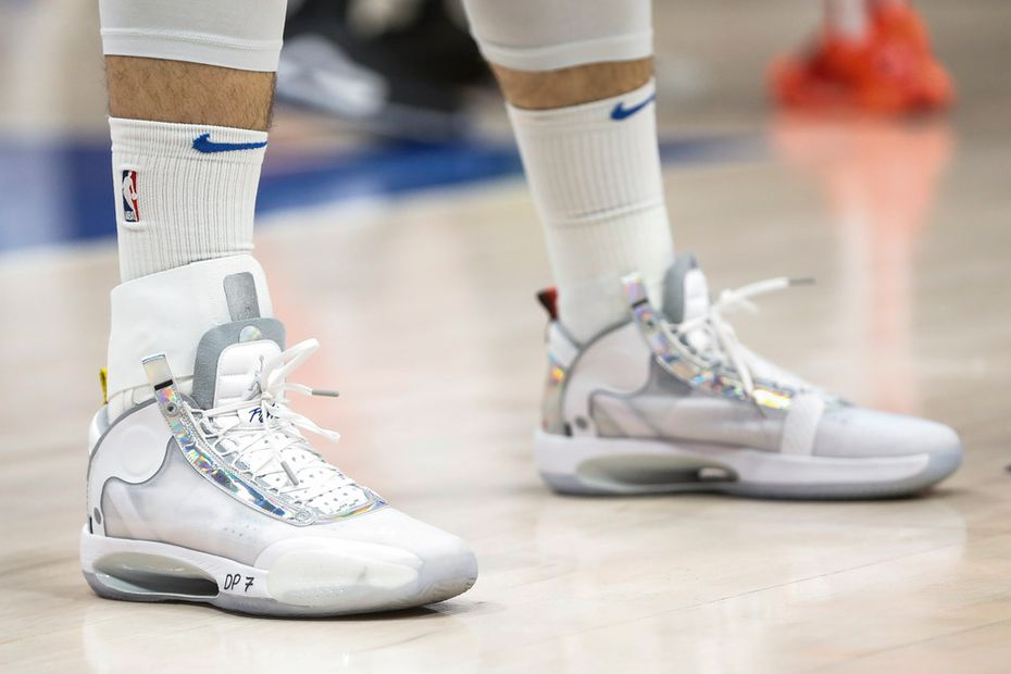 An ankle brace is worn by Dallas Mavericks guard Luka Doncic (77) on the right ankle during the first half of an NBA matchup between the Dallas Mavericks and the Sacramento Kings on Wednesday, Feb. 12, 2020 at American Airlines Center in Dallas. (Ryan Michalesko/The Dallas Morning News)