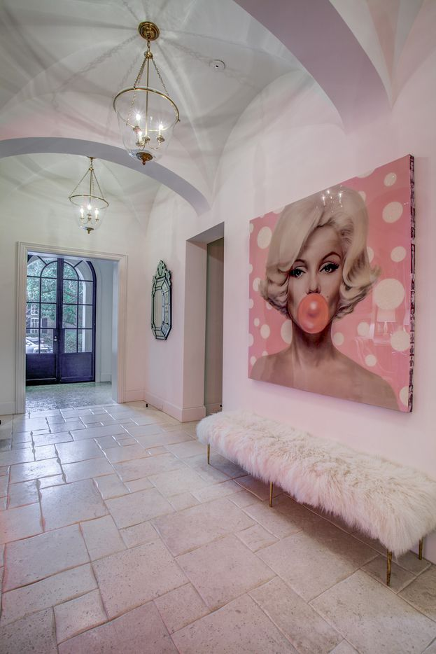 A look at the entryway of the Dallas home Kameron Westcott is selling.