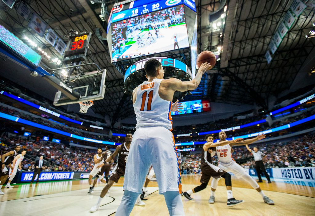 Need a bar to watch March Madness? Dallas' best sports bars include those with lots of TVs and cold beer on tap.