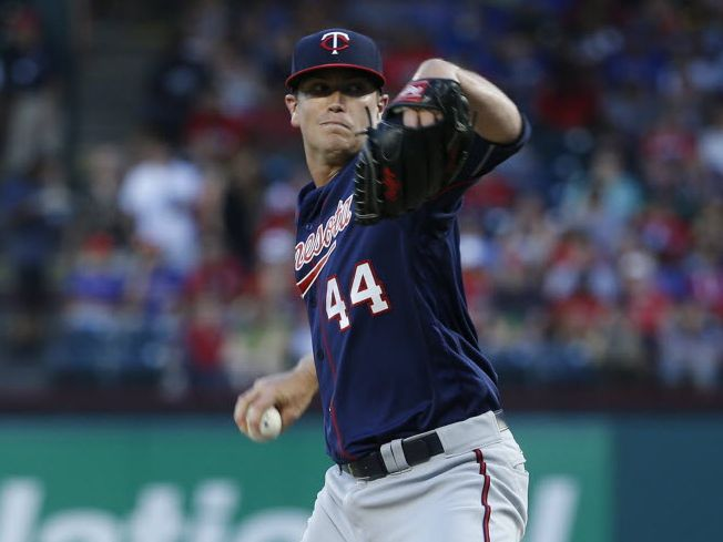 Minnesota Twins starting pitcher Kyle Gibson (44) pitches in the first inning at Globe Life Park in Arlington, Texas on July 8, 2016. (Rose Baca/The Dallas Morning News)
