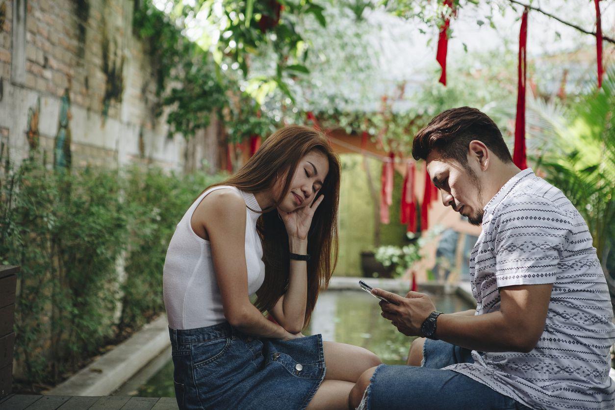 En ocasiones, la interacción en las redes sociales queda en coqueteos virtuales, en otras, llegan a la infidelidad. (AGENCIA REFORMA)