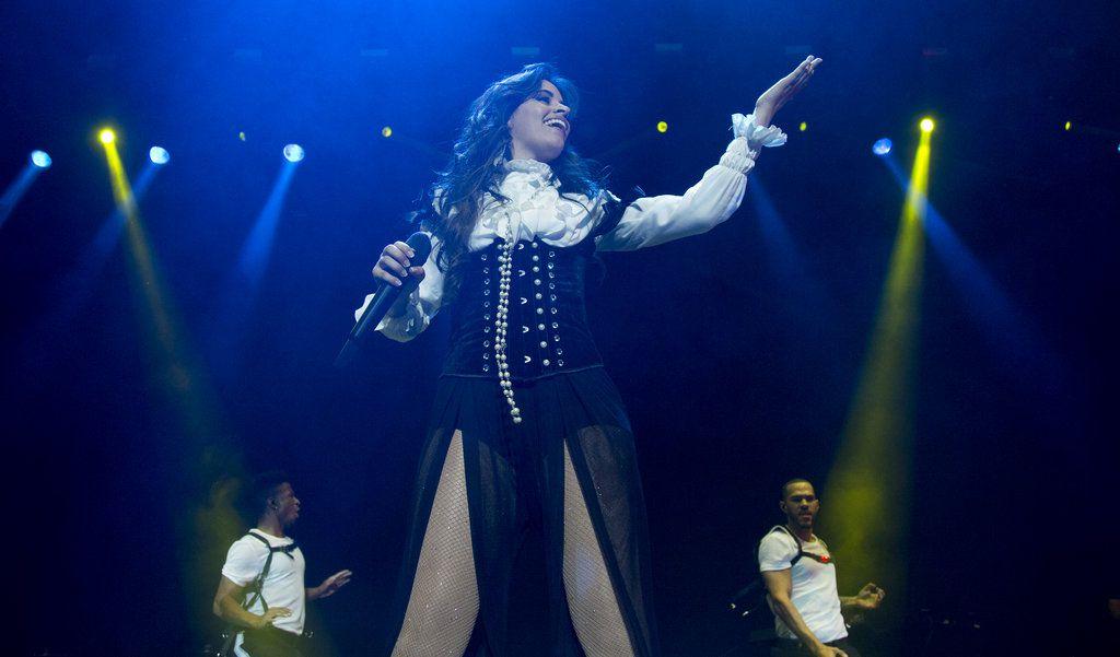 """Camila Cabello da un concierto de su gira """"Never Be the Same Tour"""" en la Ciudad de México, el lunes 24 de septiembre del 2018. (AP Foto/Eduardo Verdugo)"""