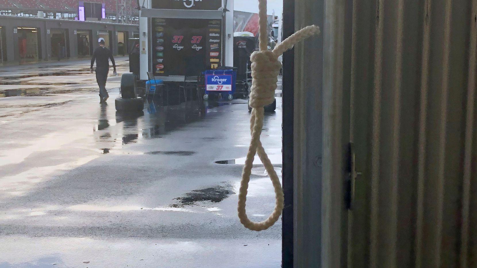 Foto distribuida por Nascar para mostrar la soga encontrada en el garaje del piloto Bubba Wallace en el Talladega Superspeedway en Talladega, Alabama.