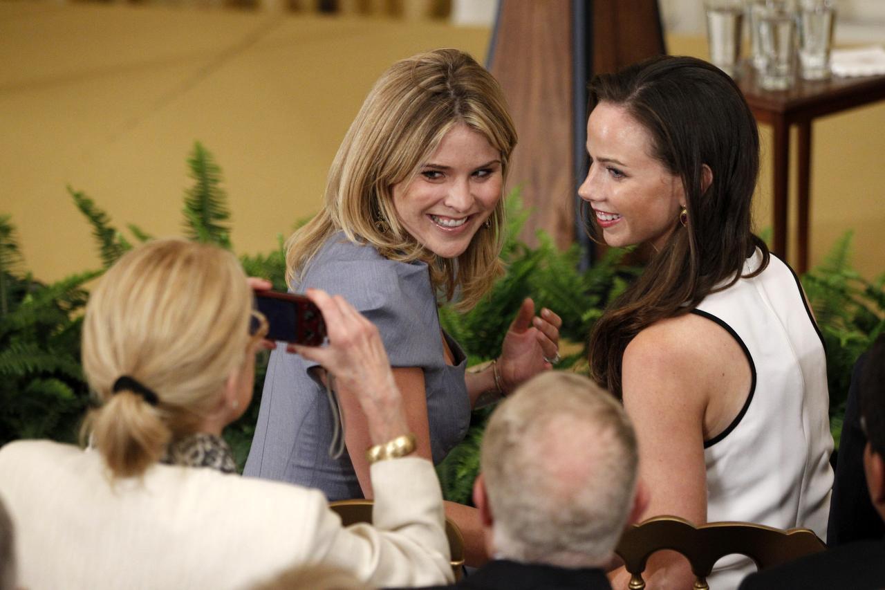 Las hijas del ex presidente George W. Bush Jenna y Barbara.(AP)