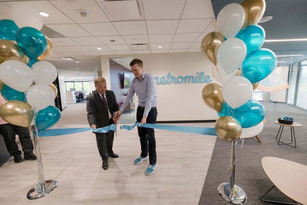 Metromile officially opened its new office in Tempe, Ariz., with a ribbon cutting ceremony attended by Metromile CEO Dan Preston (right) and Tempe Mayor Mark Mitchell (left) on April 24, 2019. (Mark Peterman/AP Images)