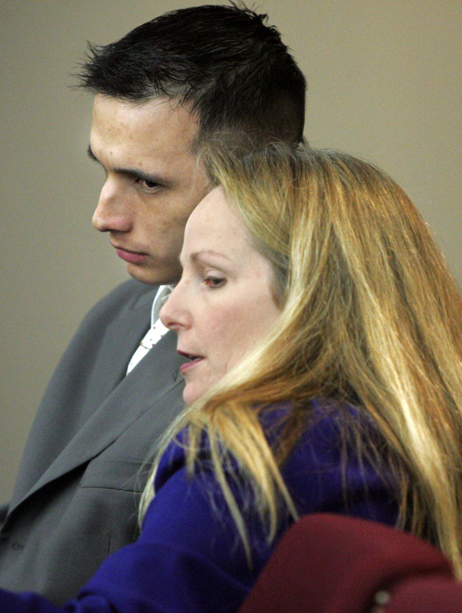 Hector Rolando Medina consults with defense attorney Donna Winfield in September 2008.