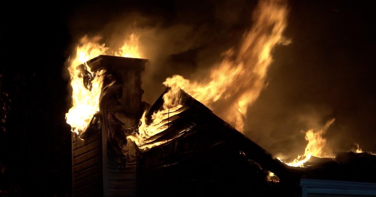 Una casa de Grand Prairie se quemó a raíz del impacto de un rayo. DMN
