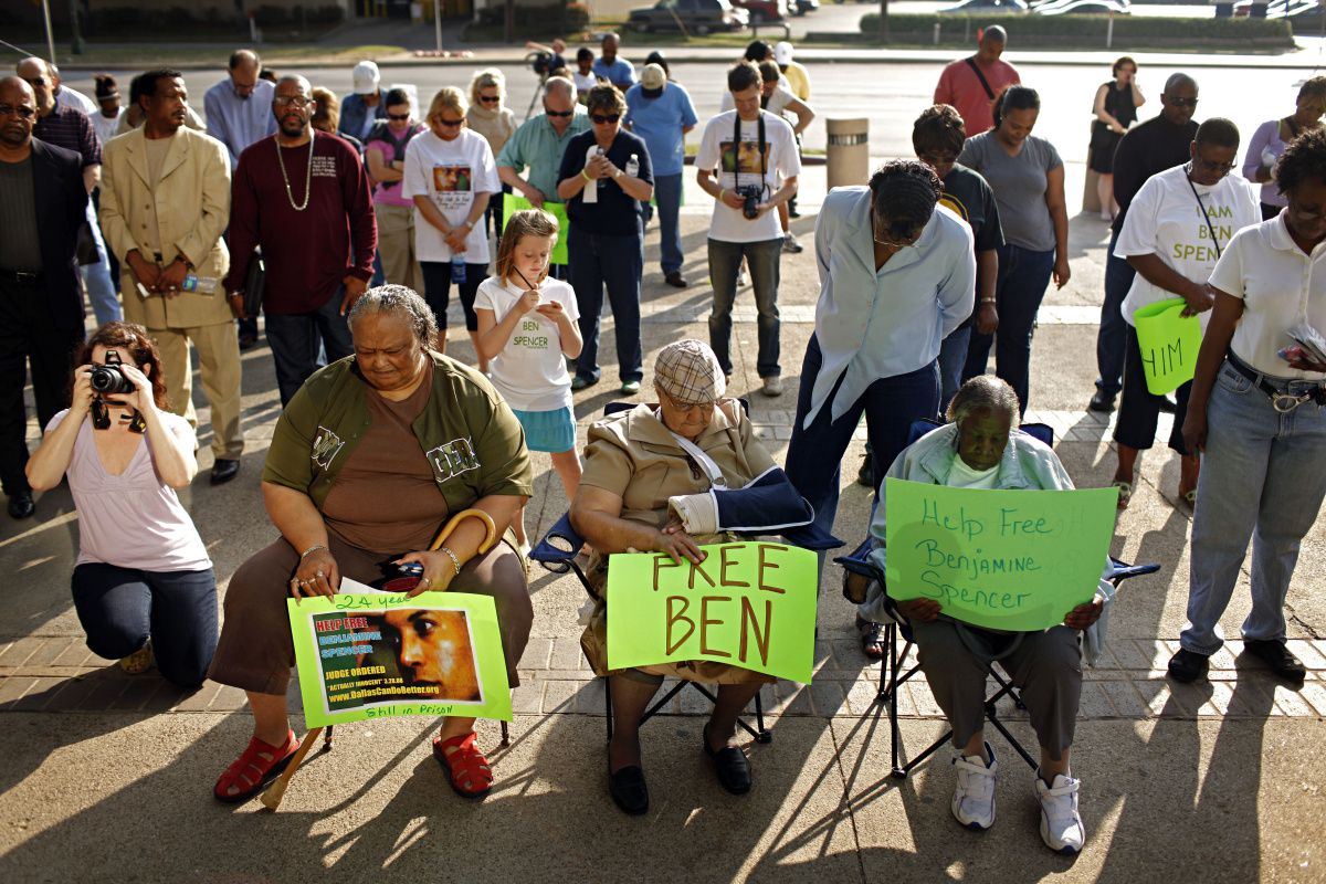 Supporters prayed during a rally for Ben Spencer outside the Frank Crowley Courts Building on Saturday. A Dallas judge declared the inmate innocent three years ago.