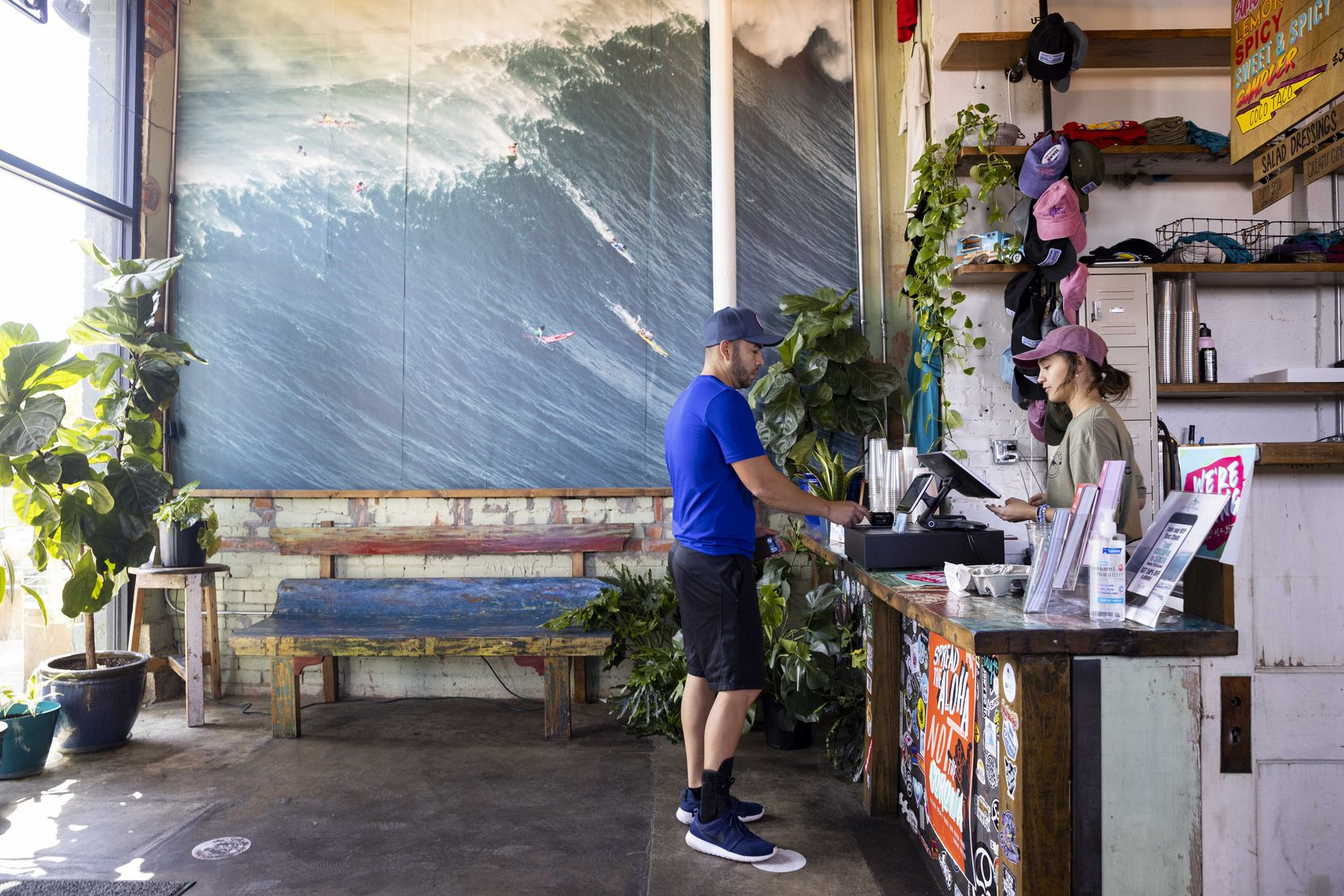 Alexandra Lacombe (right) takes Moses Aguilera's order on Saturday, Sept. 18, 2021, at Coco Shrimp in Fort Worth.