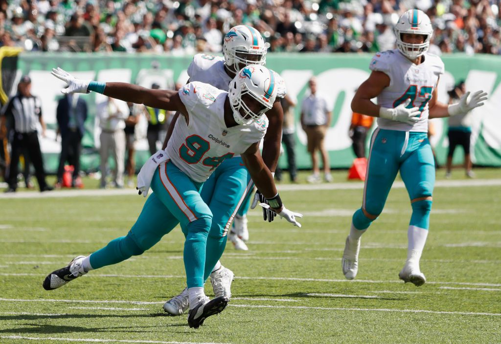 EAST RUTHERFORD, NJ - SEPTEMBER 16:  Defensive end Robert Quinn #94 of the Miami Dolphins celebrates against the New York Jets during the first half at MetLife Stadium on September 16, 2018 in East Rutherford, New Jersey.  (Photo by Michael Owens/Getty Images)