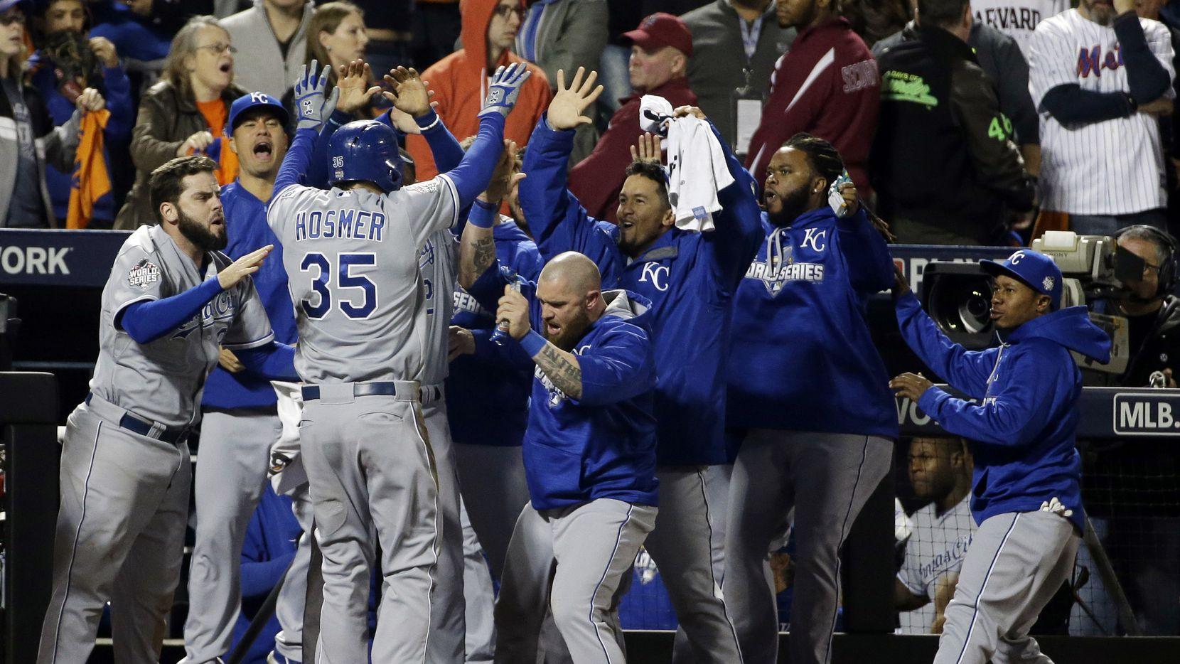 Royals celebran la victoria 7-2 sobre Mets el domingo en Nueva York. AP