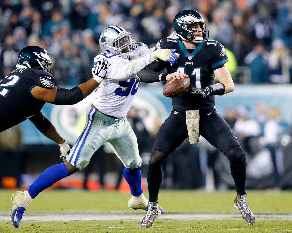 Dallas Cowboys defensive end Demarcus Lawrence (90) almost gets a sack of Philadelphia Eagles quarterback Carson Wentz (11) in the fourth quarter at Lincoln Financial Field in Philadelphia, Pennsylvania, Sunday, November 11, 2018. (Tom Fox/The Dallas Morning News)
