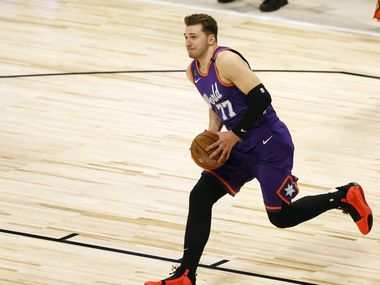 World Team and Dallas Mavericks Luka Doncic (77) goes up for a dunk in a game against USA Team during the second half of play of the NBA Rising Stars game during the NBA All-Star 2020 at United Center in Chicago on Friday, February 14, 2020.