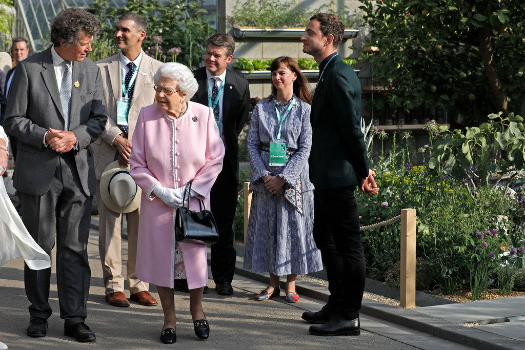Queen Elizabeth toured Lemon Tree Trust Garden last Monday with RHS president Sir Nicholas Bacon, left, as Alfonso Montiel of Dallas, Stephanie and Hunter Hunt and garden designer Tom Massey (far right) look on.