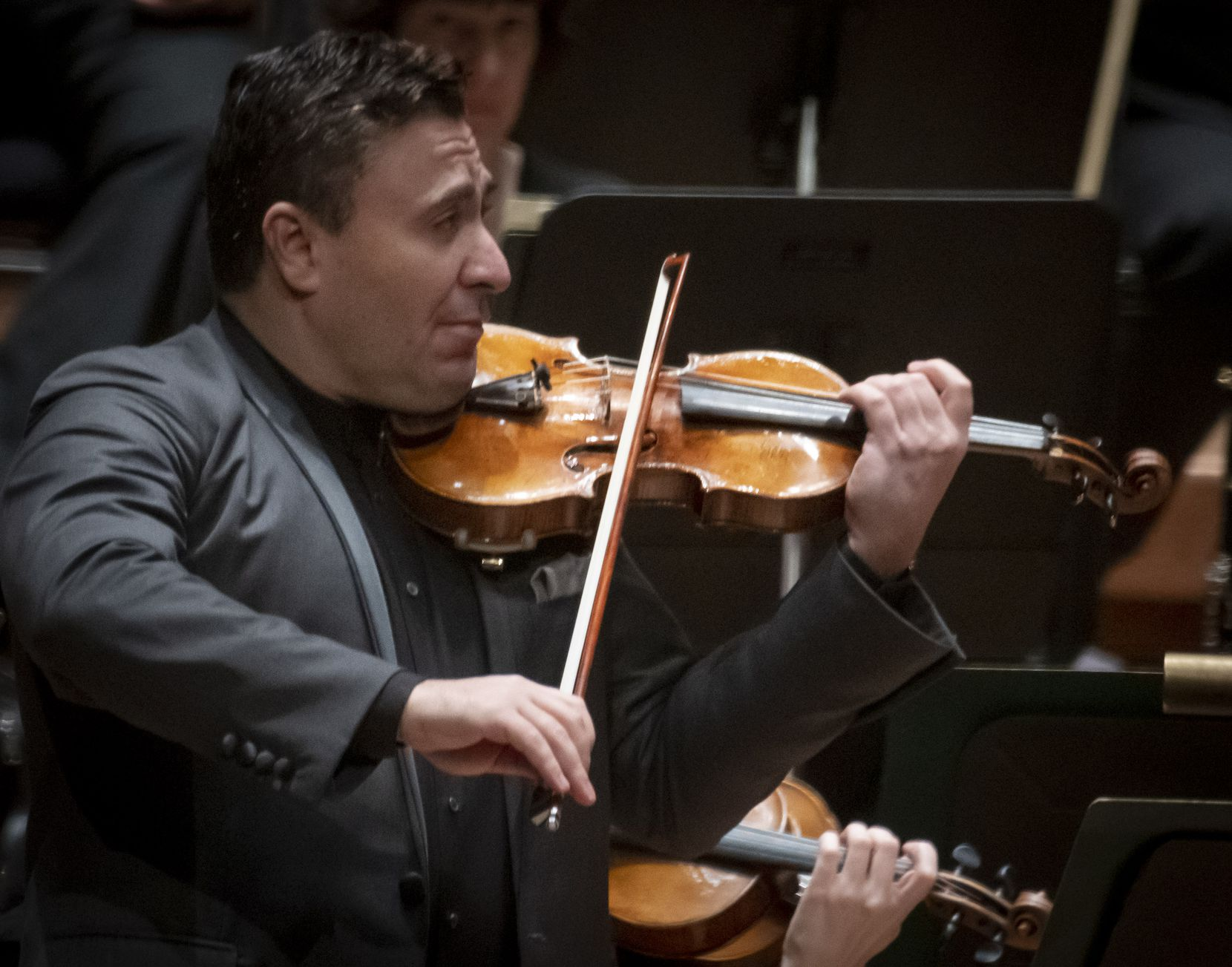 Violinist Maxim Vengerov coaxed finely focused and polished sounds from his ex-Kreutzer Stradivarius, a legendary instrument that dates to the early 1700s.