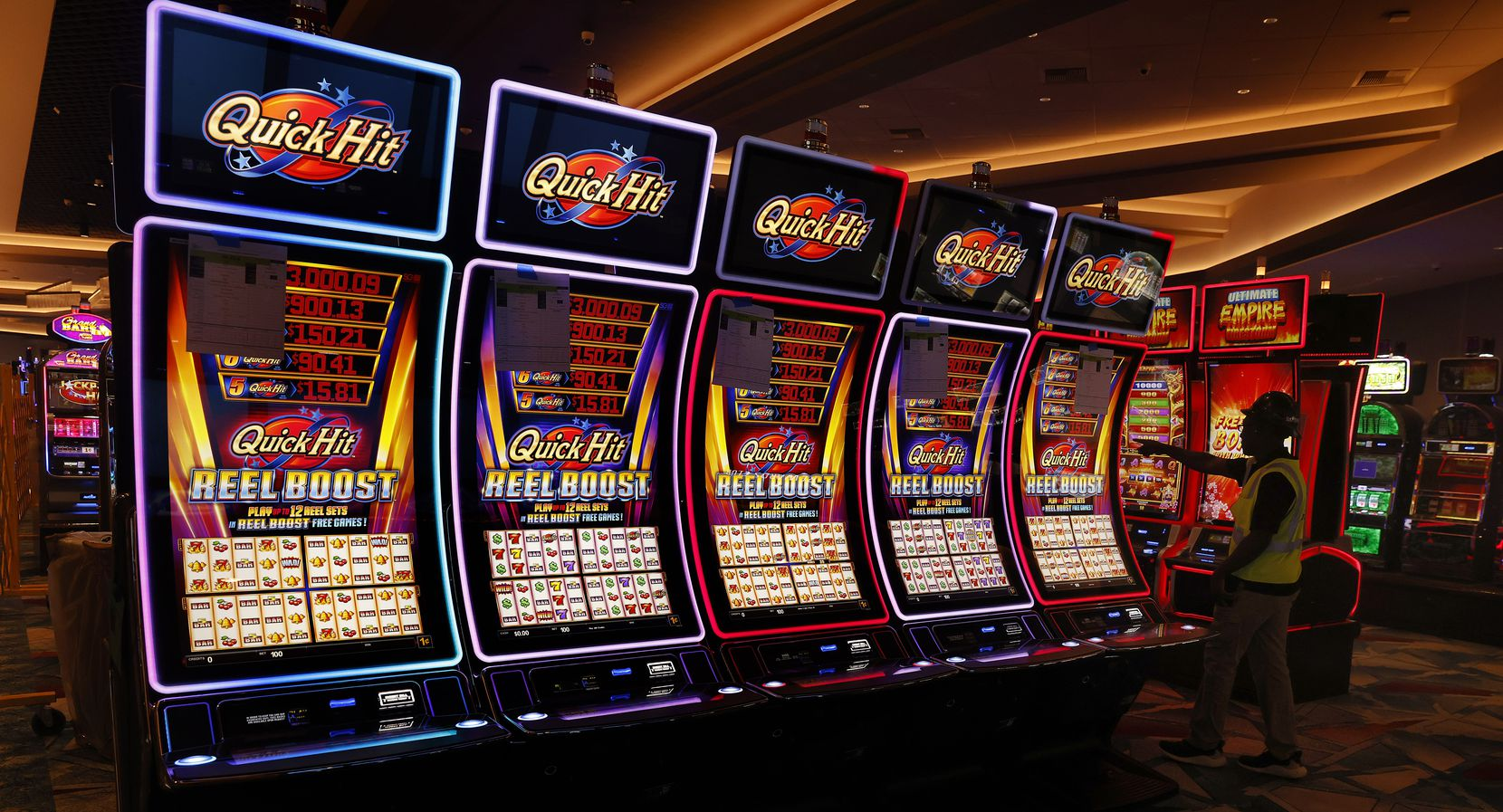 The new complex has over 3,300 slot machines.