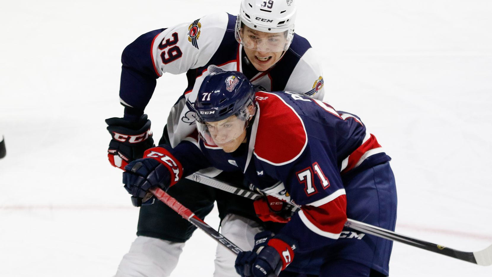 WINDSOR, ON - SEPTEMBER 27: Forward Nicholas Porco #71 of the Saginaw Spirit battles against forward Curtis Douglas #39 of the Windsor Spitfires on September 27, 2018 at the WFCU Centre in Windsor, Ontario, Canada. (Photo by Dennis Pajot/Getty Images)
