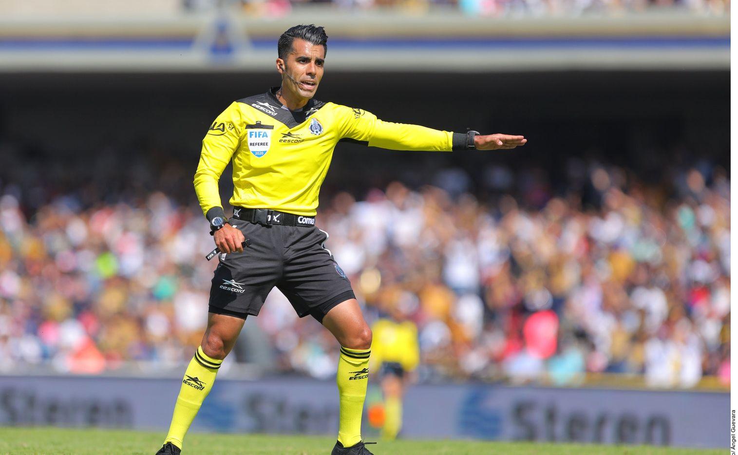 Adonaí Escobedo está emergiendo como uno de los mejores árbitros de la Liga MX.
