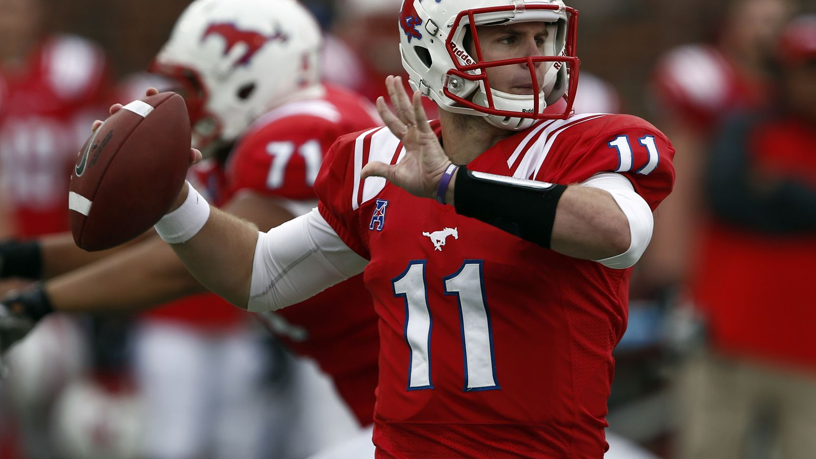 Garrett Gilbert Passes For 6 Tds As Smu Rallies From 21 Down To Beat Temple 59 49
