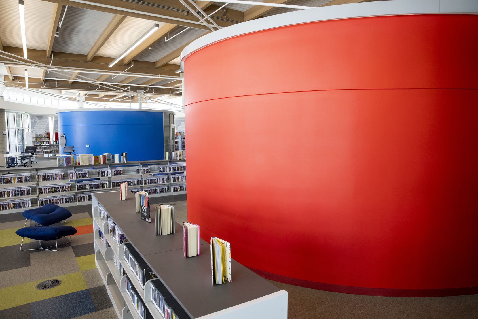 Inside, three colorful drum-shaped pods provide closed areas for classes and meetings.