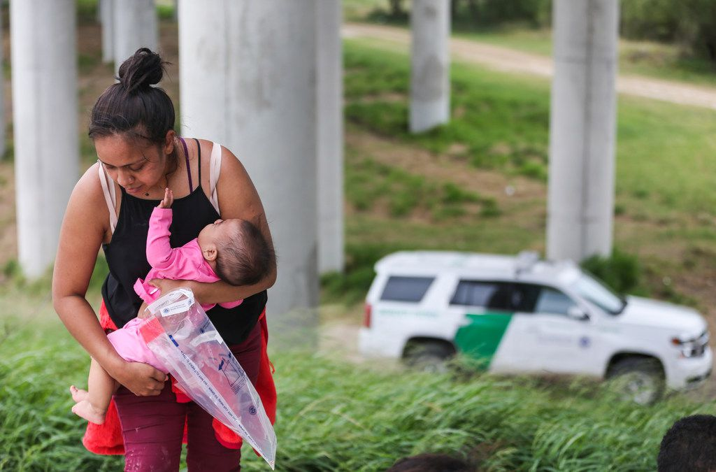 Central American asylum-seekers turn themselves in to Border Patrol after crossing the Rio Grande river into the United States on May 3, 2019 near McAllen. (Ryan Michalesko/The Dallas Morning News)