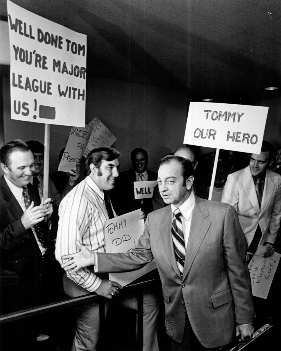 """Mayor Tom Vandergriff greets future Rangers fans after returning victorious from Boston in 1971. A sign in the back reads """"Vandergriff for President."""""""