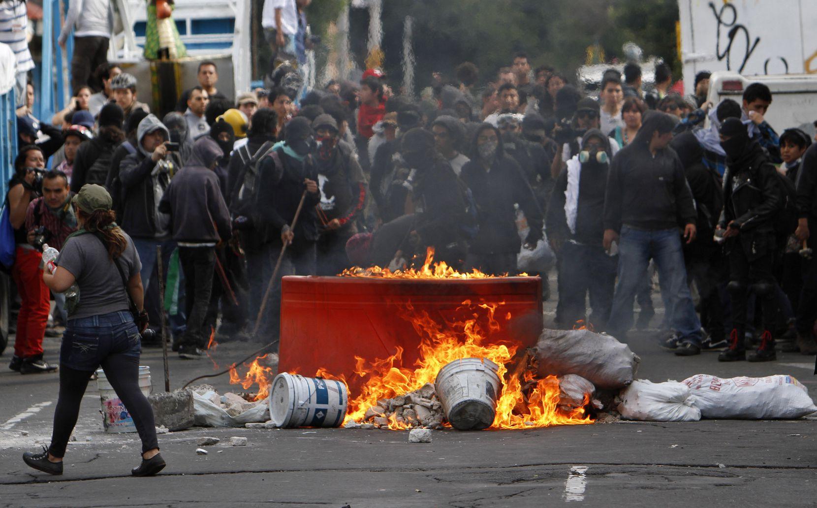 En 2013, mientras el entonces presidente Enrique Peña Nieto impulsaba diversas reformas, había manifestaciones en su contra.