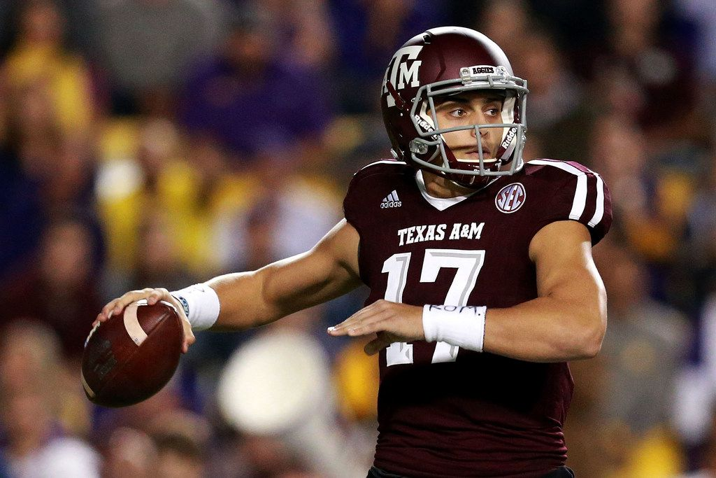 BATON ROUGE, LA - NOVEMBER 25:  Nick Starkel #17 of the Texas A&M Aggies looks to pass during the first half against the LSU Tigers at Tiger Stadium on November 25, 2017 in Baton Rouge, Louisiana.  (Photo by Sean Gardner/Getty Images)