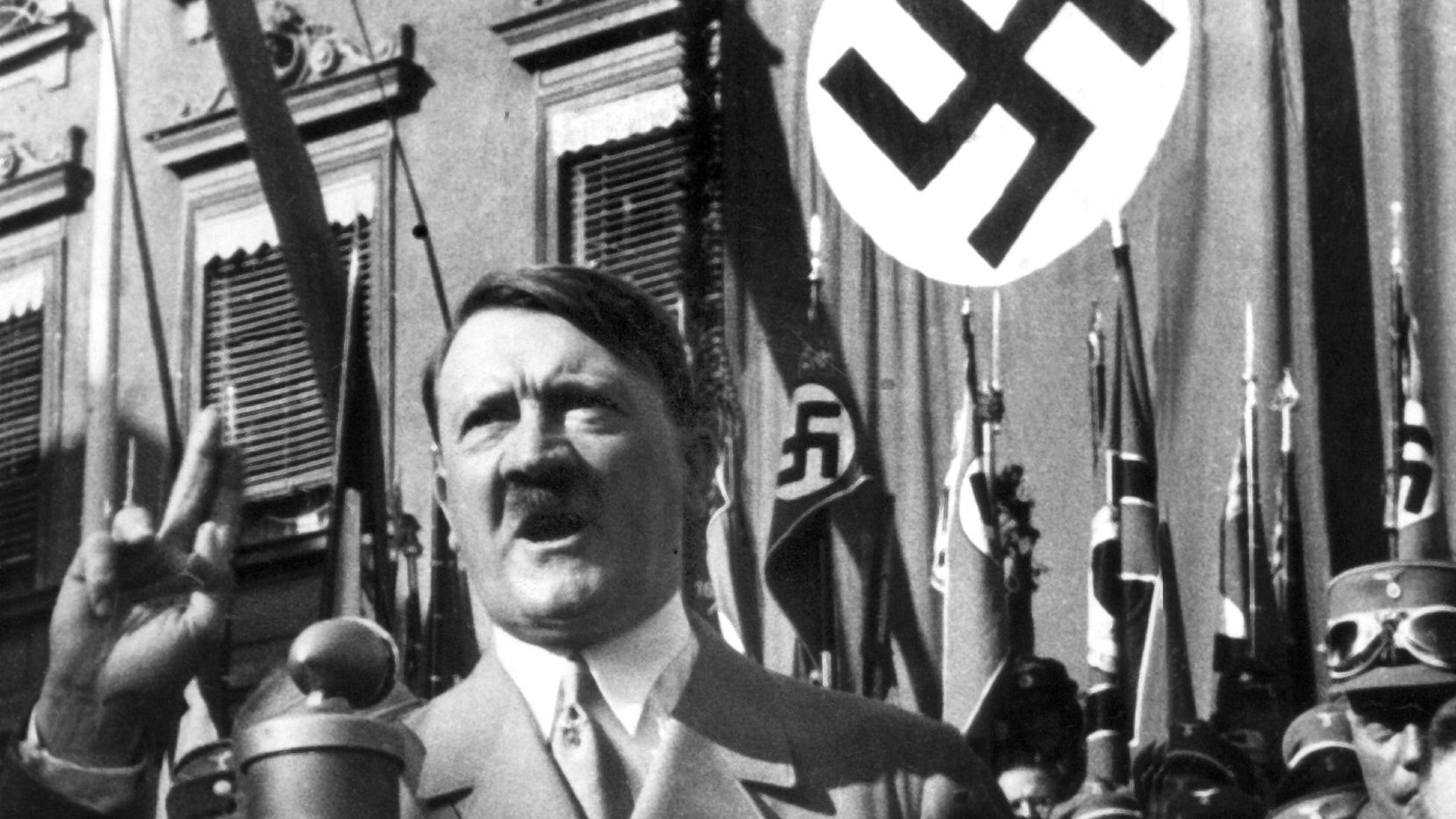 Esta foto de archivo sin fecha muestra al líder nacional socialista Adolfo Hitler pronunciando un discurso.
