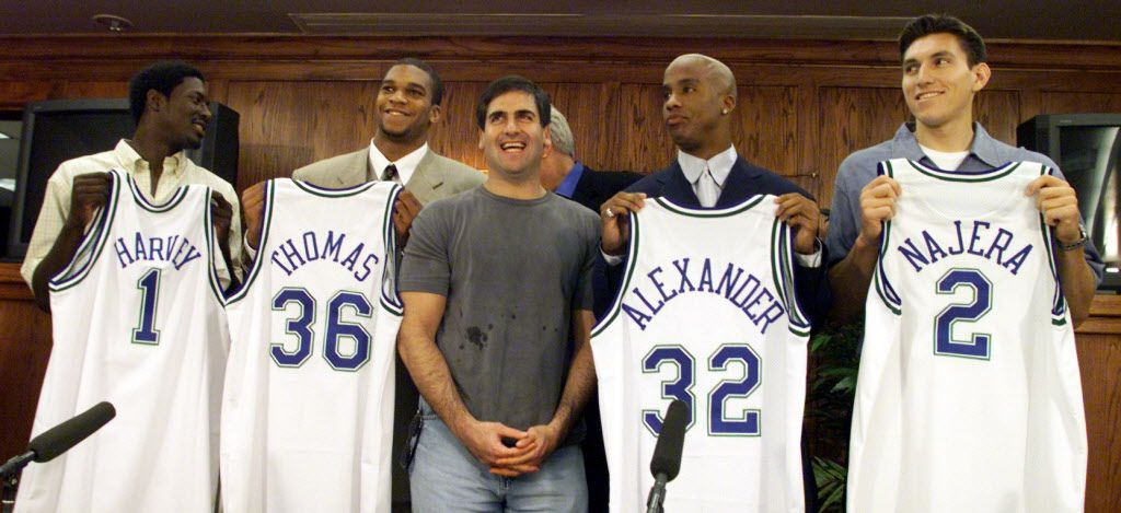 Dallas Mavericks 2000 NBA draft picks, from left, Donnell Harvey, Etan Thomas, Courtney Alexander and Eduardo Najera stand with owner Mavericks owner Mark Cuban, center, after being introduced in Dallas.
