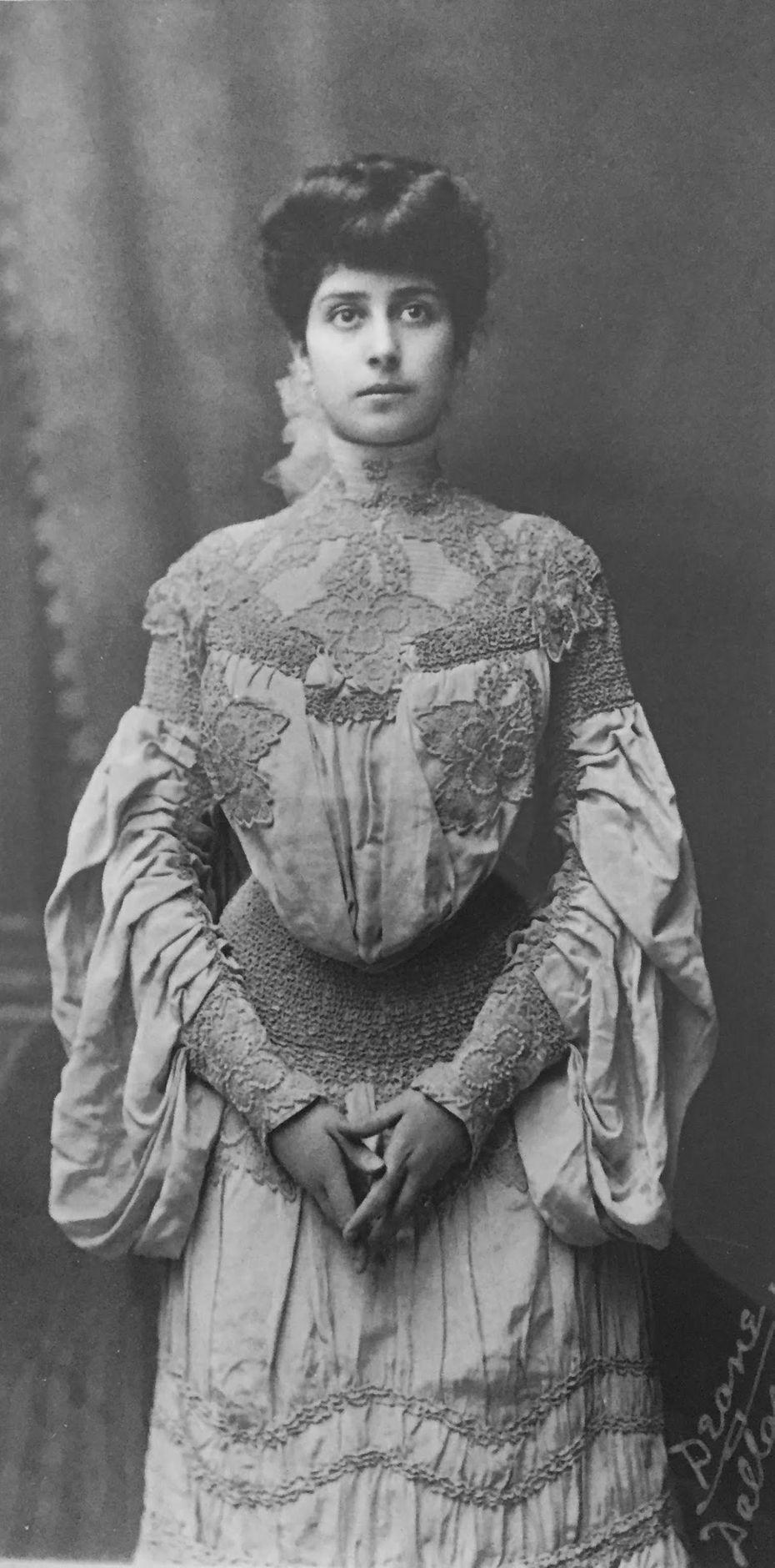 Carrie Marcus Neiman, bridal portrait, 1905.